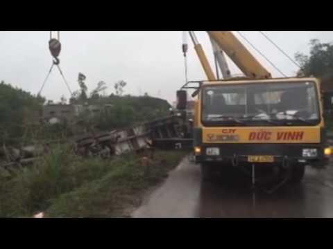 Video cẩu xe bị tai nạn